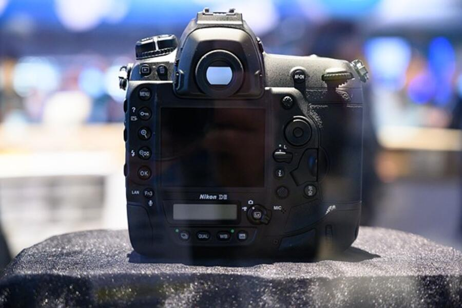 First Look at Nikon D6 DSLR Camera